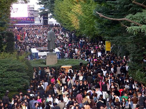 【普通の学園祭に飽きた方必見】2013年個性が爆発している大学の学園祭四天王