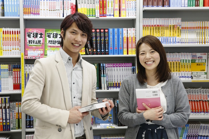 TAC出版、及び早稲田経営出版で刊行している各種試験対策書籍の原稿の執筆、及び書籍の内容の校正を主にお願いします。