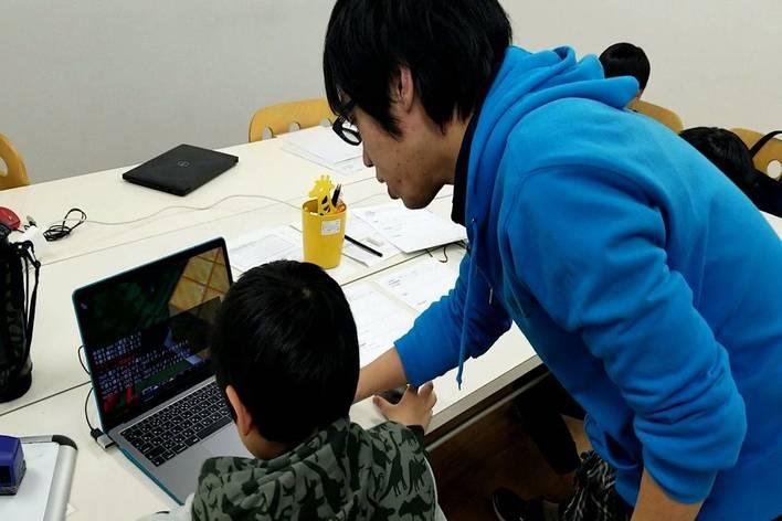 小学生の子どもたちを対象に、 プログラミングを学ぶ楽しさを伝え、 想像力と創造力を引き出すインターン