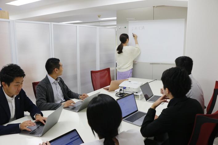【裁量権の高さが魅力】営業の全般を学べる!BtoBで就職優位に!!