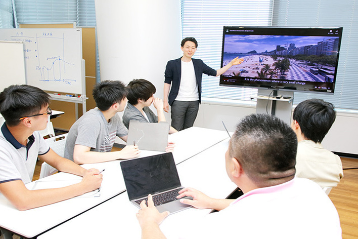 Webデザイナー - GPSビックデータをサイエンスするコーポレートサイト制作 - NTTdocomoグループ