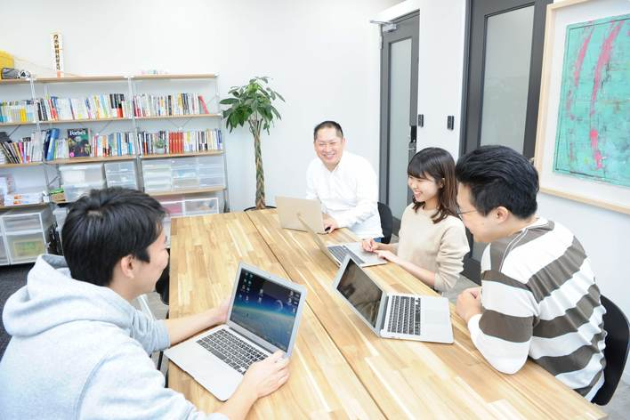 営業/マーケティング職 実践型インターン(店舗サービスで働く人を笑顔にする企業で、笑顔で本気に働こう!)