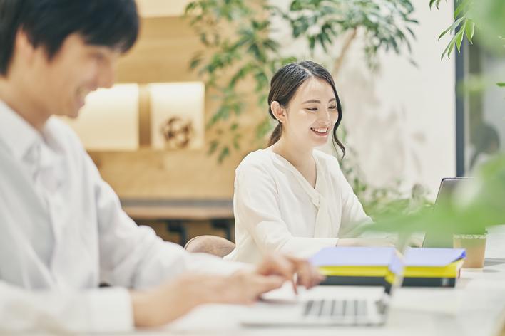 土日歓迎の営業インターン/アットホームな職場で成果を出せる!