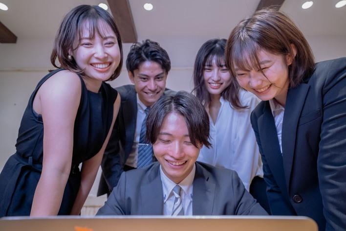 【未経験歓迎!】横浜駅徒歩5分!日本最大級700名規模の学生企業で社会経験をしよう!