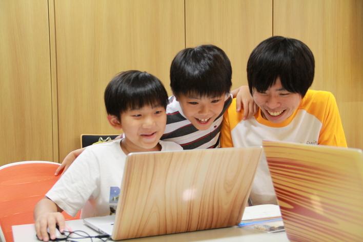 【土日勤務可!プログラミングスクール講師】人と向き合い、サービスと向き合い、自分も成長しよう。