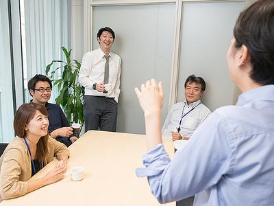 社内Meetingの一幕。みなさんのideaも大歓迎です♪
