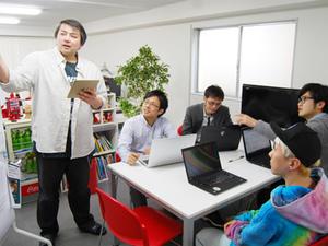 勉強会などを開催して社員のスキルアップを行います。