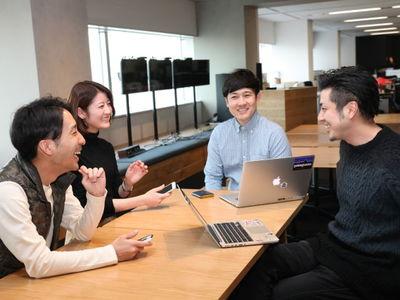 社員間のコミュニケーションも活発なオフィスです。