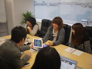 社内ミーティングの一幕。風通しが良く、アイデアも出しやすいです。