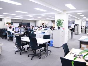 解放的なオフィスで業務にしっかり集中できる環境です!!