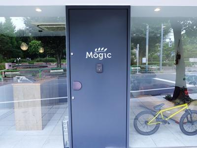自慢のオフィスの入り口は、こちら!
