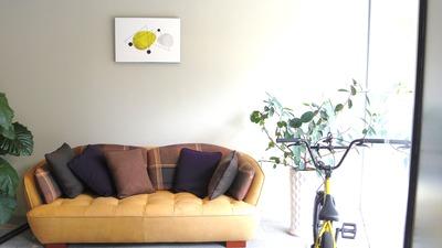 オフィス1Fは、素敵なソファと絵でお出迎えしています。