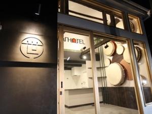リノベーションによって完成したSEKAI HOTELフロント
