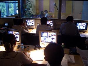 オフィスにはマジックミラー付きの実験室を常設しています。