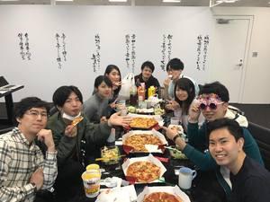 インターン生と社員を交えた勉強会・食事会を実施することもあります。