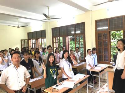 ベトナムの大学で公演。ベトナムの各地でプレゼンを続けてきました。