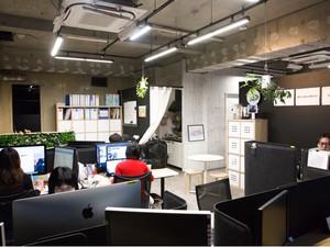 おしゃれなオフィスは「コンクリート&ジャングル」がテーマです、様々なところに動物が隠れています。
