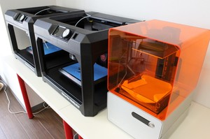 3Dプリンターです。アイディアがすぐに現物化される瞬間をぜひ皆さんにも見ていただきたいです。