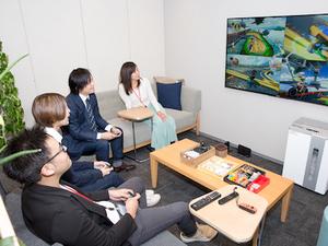 仕事後や休憩時間には、みんなでゲームして遊んだりも♪