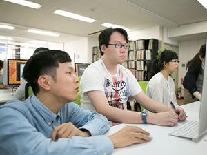 先輩や社員が丁寧にレクチャーします。大学生もすでに活躍中!
