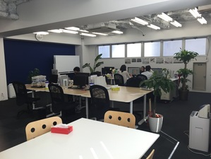 オフィスは赤坂見附から近くの静かなエリア。おいしいものも多いですよ。