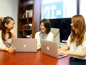 会議中!インターン生だけでの会議もあり!業務だけではなく様々な場面で学べる機会があります!