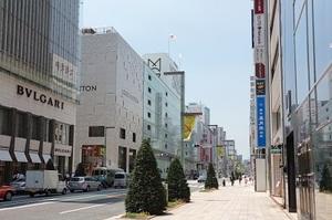 銀座中央通りに面した本社。6線4駅が使えますので、便利な駅からお越しください。