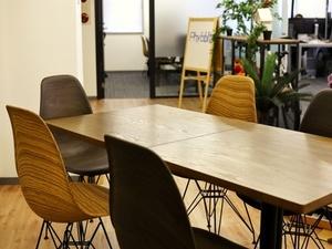 11月に新オフィスに移転しました。カフェ風お洒落オフィスです。