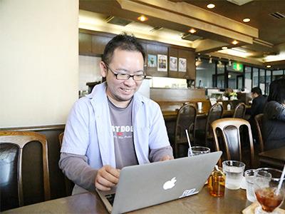 自由な環境で仕事を出来ます!カフェで仕事をすることも!