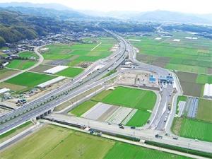 わたしたちがコンサルティングして建設された道路。規模の大きい事業に携われます!