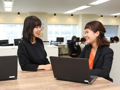 世界中の様々な分野で女の子を輝かせるサービスを生み出すべく、社員一丸となって奮闘しています!