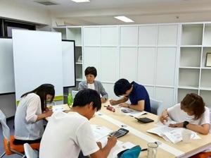インターン生への勉強会も行っています!(写真は財務についての勉強会です♪)