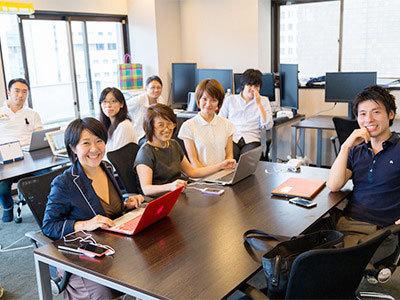 少数精鋭でサービスを開発している当社。その分、社内でのコミュニケーションは活発です!すぐに馴染める環境があります!