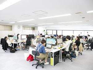 オフィスは広々としたワンフロア!風通しの良い環境です。