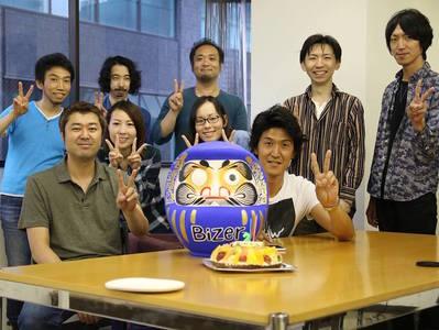 Bizer2周年のときのお祝いケーキとダルマ!