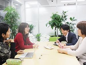 会議中の風景。社内は風通りが良く、メンバーの仲もいいです。