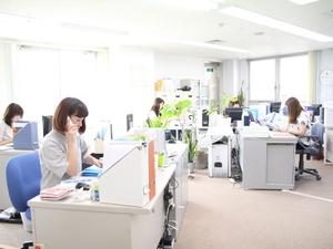 原宿の本部オフィスです。メンバー現在7名。全員女性ですが、男性からの応募も歓迎です!