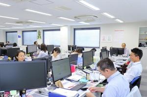 オフィスの風景です!和気あいあいと仕事しています!