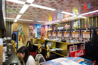 社内は部屋ごとに様々なコンセプトがあります。カジノや潜水艦、和室、ローマなど様々な部屋があります!ぜひ見に来てください!