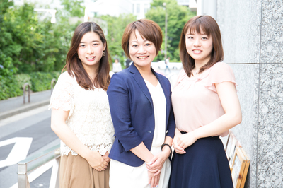 代表の沖有美子(写真中央)です!!スタッフ一同、明るく元気に働いてくれる学生の皆さんをお待ちしております。