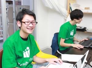 サービスの開発も、学生インターンが主導しています!Webで「新しい仕組み」を創り、大阪から1番になりましょう!(*普段はみんな私服です)