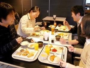 「ランチDEデート(全額会社負担)」で社員と一緒にランチ☆