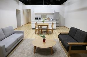居住空間やニュース・トーク番組などの撮影に対応できるハウス&番組スペース