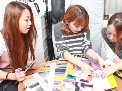 商品企画も自分たちで行います♪お客様にお届けする商品は自分たちの手で作る!