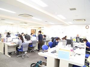 社員・インターン・アルバイトといろいろな働き方をするが人いて、活気があります
