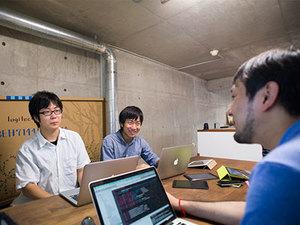 企画開発はインターン主体です。社員からのアドバイスなどを参考に進めていきます。