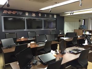 データ入力業務の勤務地となる「パ・リーグTV」のデジタルメディアセンター。大型モニターには随時、映像が流れており野球好きにはたまらない環境【写真提供:PLM】