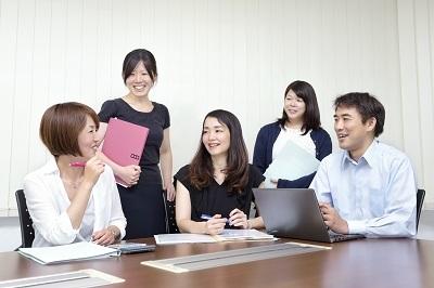 女性スタッフも多数活躍中。
