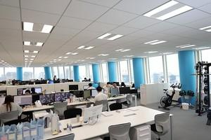 職場は和やかな雰囲気♪隣・正面、壁がないので、コミュニケーションが取りやすい配置になっています。