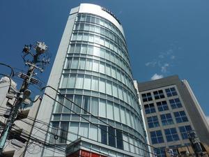 2009年竣工の、外観も内装も綺麗な新しいオフィスです。